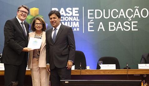 Resultado de imagem para Ministro da Educação entrega Base Nacional Comum Curricular do Ensino Médio ao CNE